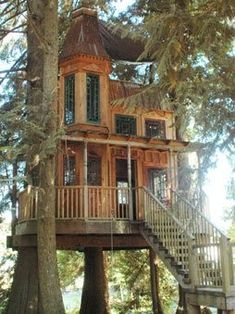Victorian Tree House! Oh, I would live there!!! :)