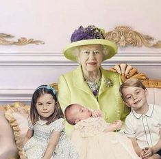 Queen Elizabeth II with Prince George, Princess Charlotte and Prince Louis after Prince Louis' Christening. Lady Diana, English Royal Family, British Royal Families, Prince And Princess, Princess Kate, Duke And Duchess, Duchess Of Cambridge, Princesa Charlotte, Princesa Kate Middleton