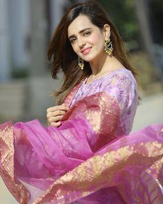Pakistani Fancy Dresses, Pakistani Girl, Pakistani Actress, Stylish Girls Photos, Stylish Girl Pic, Girls Fashion Clothes, Girl Fashion, Woman Clothing, Pakistani Bridal Makeup