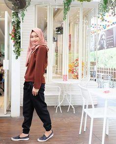 New fashion hijab remaja muslim ideas Source by avivahnrjnh outfit muslim Hijab Casual, Ootd Hijab, Hijab Teen, Hijab Chic, Girl Hijab, Muslim Fashion, Modest Fashion, New Fashion, Fashion Dresses