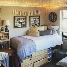 Cute dorm room decor college dorm room ideas girls dorm room dorm room ideas love this . College Girl Bedrooms, College Dorm Rooms, Girls Bedroom, Bedroom Decor, College Girls, Bedroom Ideas, College Dorm Pictures, Dorm Room Pictures, College Dorm Bedding