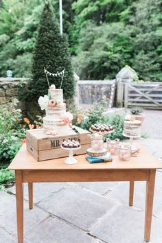 Dessert Table | Katy Melling Photography | http://www.rockmywedding.co.uk/sarah-chris/