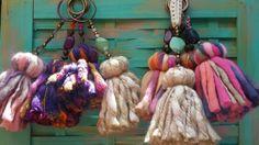 Madroños de lana y pasamanería para colgar en picaportes, tiradores, etc disponibles en varios colores y medidas