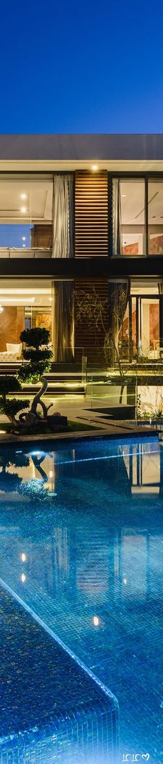 Allegria Villa #ModernPools #ModernHouses #ModernOutdoorSpaces Modern Pools, Villa, Mansions, House Styles, Outdoor Decor, Home Decor, Decoration Home, Room Decor, Fancy Houses