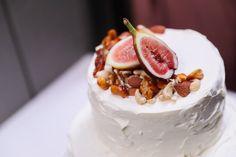 2019年の定番は?オシャレ花嫁さんが選ぶウェディングケーキが知りたい | ARCH DAYSウェディングケーキ まとめ記事 / WEDDING | ARCH DAYS Wedding Cakes, Wedding Day, Desserts, Image, Akira, Food, Arch, Wedding Gown Cakes, Pi Day Wedding