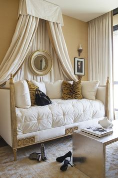 Meridian Residences by Ebanista Guest Bedroom With Villandry Daybed Bedroom Tra Daybed Room, Daybed Bedding, Daybed With Canopy, Guest Bedrooms, Girls Bedroom, Bedroom Decor, Guest Room, Up House, Classic House