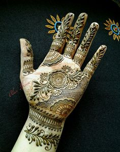 "Design from my ebook ""Indo-Khaleeji Rose""  That bottom bit is sooo prettyyy"