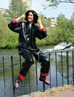 Black Raincoat, Pvc Raincoat, Vinyl Clothing, Retro Clothing, Mode Latex, Rain Cape, Rain Suit, Rain Wear, Girls In Love