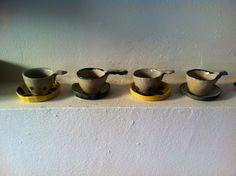 tazas con platos