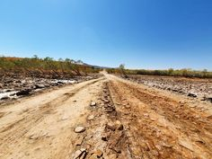 The famous Pentecoast River was looking pretty dry and barren when we crossed. Let's hope they get a good wet season this year, they… Australia Travel, How To Look Pretty, Playground, Exploring, Country Roads, River, Nature, Children Playground, Naturaleza