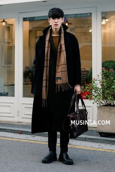 Really like these winter korean fashion 5181 – Daily Fashion Asian Men Fashion, Korean Fashion Winter, Korean Fashion Trends, Korean Street Fashion, Look Fashion, Daily Fashion, Fashion Outfits, Korean Winter, Fashion Guide