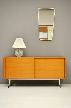 Dressoir met chromen poten / Sideboard with chrome legs 23897