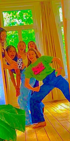 Cute Friend Pictures, Best Friend Pictures, Friends Are Like, Cute Friends, Aesthetic Indie, Aesthetic Vintage, Indie Girl, Black Pink Kpop, Teenage Dream