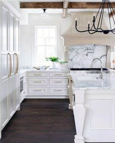 Modern Luxury Kitchens For A Grand Kitchen Beautiful Kitchen Designs, Best Kitchen Designs, Modern Kitchen Design, Beautiful Kitchens, Refacing Kitchen Cabinets, Cabinet Refacing, Cabinet Ideas, White Cabinets, Luxury Kitchens