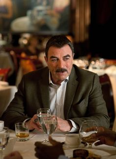 Having a Drink and a Chuckle Tom Selleck Blue Bloods, Blue Bloods Tv Show, Jesse Stone, Blood Photos, Ben Kingsley, Sam Elliott, Personal Photo, Man Humor, Good Looking Men