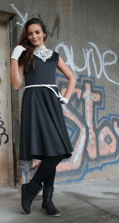 Princessdress with antic lace collar