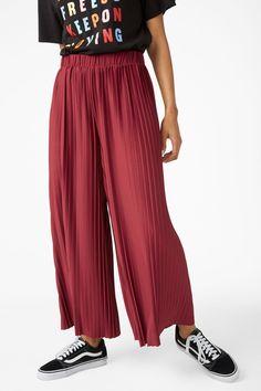 Wide leg pleated trousers - Magical merlot - Trousers   shorts - Monki SE 091fcec744699