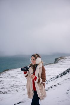 Gal Meets Glam Iceland Itinerary Part 2 -Abercrombie coat, Demylee sweater, J.Crew jeans, Max Mara scarf, J. Fall Winter Outfits, Autumn Winter Fashion, Casual Winter, Fall Fashion, Outfit Invierno, J Crew Jeans, Photography Guide, Amazing Photography, Mode Chic