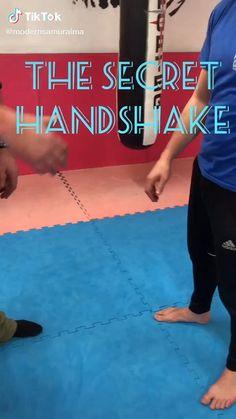 Self Defense Techniques, Self Defense Moves, Krav Maga Self Defense, Self Defense Martial Arts, Martial Arts Techniques, Taekwondo Techniques, Kung Fu Techniques, Martial Arts Workout, Martial Arts Training