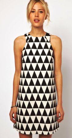 vestido-geometrico-preto-e-branco