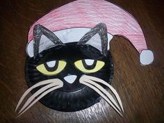 Printable Pete the Cat paper plate craft and writing stationary available at www.makinglearningfun.com.