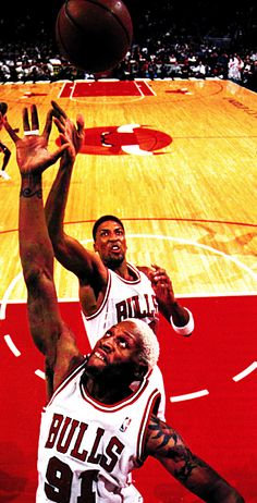 Rodman and Pippen rebound. The good ol' days. #rodman #pippen #rebound