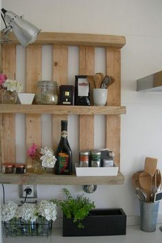 Wood Pallet Projects Recycling Wood Pallets for Handmade Furniture, 15 DIY Projects - Recycling wood pallets is a fun and eco friendly way of making simple and inexpensive handmade furniture and storage shelves for stylish and unusual home decorating Pallet Crafts, Pallet Ideas, Pallet Projects, Diy Projects, Diy Crafts, Diy Pallet, Pallet Wood, Pallet Walls, Small Pallet
