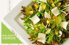 Receita de salada verde com tomatinho amarelo e lascas de parmesão ( Receita: Dedo de Moça | Foto: Carol Milano )