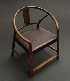 徽州 圈椅:——图中主体材质为玫瑰酸枝,另有美国白蜡木/北美黑胡桃可供选择。长750mm×宽620mm×高920mm,座面高465mm