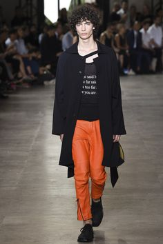 See the Ann Demeulemeester spring/summer 2016 menswear collection. Click through for full gallery