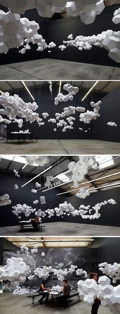 Avoir la tête dans les nuages En me baladant sur le site de l'artiste argentin Tomás Saraceno, présenté il y a peu sur le Journal du Design (pour retrouver