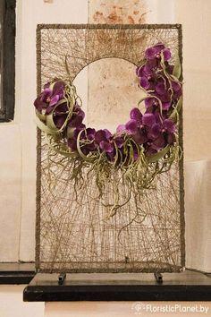Creative framed string art and flower arrangement tressage d'orchidées Deco Floral, Arte Floral, Floral Design, Flower Show, Flower Art, Sogetsu Ikebana, Modern Flower Arrangements, Decoration Design, String Art
