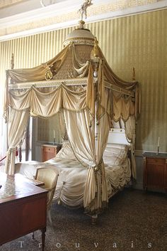 Napoleon Bonaparte Bed at Villa Pisani Bohemian Bedroom, Romantic Bed, Boho Bedroom Ideas Bohemian, Bedroom Decor, Bed, Modern Bohemian Bedroom, Furniture Inspiration, Luxury Decor, Organic Bedding