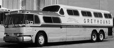 Der Design-Pioneer und Vater der Stromlinie Raymond Loewy hatte erste Skizzen für den richtungweisenden Omnibus schon 1944 angefertigt, zehn Jahre bevor das ...