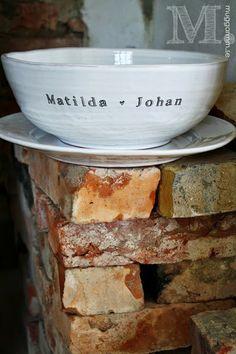 Muggar m.m. - personligt porslin: Bröllopspresent - stor handgjord och personlig skål
