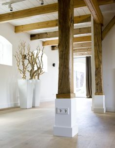 Wooden beams, white ceiling, base of beams white House Design, Modern Barn House, House, Interior Architecture, Beautiful Interiors, House Inspiration, House Interior, Home Deco, Rustic Interiors