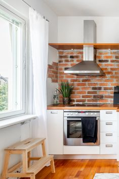 Sometimes just a plain white kitchen seems boring, doesn't it? In this case the gorgeous and crunchy brick wall does all the difference! Brick Wall Kitchen, Table, Furniture, Home Decor, Decoration Home, Room Decor, Tables, Home Furnishings, Home Interior Design