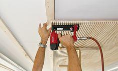 Ligno Akustik light. Foto: Lignotrend Timber Battens, Timber Cladding, Wooden Wall Design, Door Design, Wooden Ceilings, Wooden Walls, Kitchen Cabinets On A Budget, Simple False Ceiling Design, Wood Slat Wall