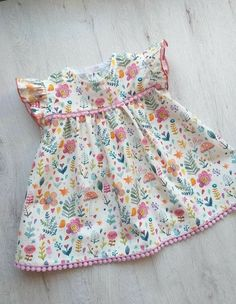 Dress for baby girl made in cotton poplin with guipure details. Available in various sizes. For any information contact me. Baby Girl Frocks, Frocks For Girls, Dresses Kids Girl, Kids Outfits Girls, Children Dress, Baby Dresses, Dress Girl, Girl Outfits, Baby Frocks Designs