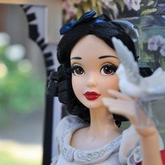 And finally #Disneystore LE Snow White doll details. #snowwhite_marczuka *️⃣*️⃣*️⃣ И наконец детали лимитированной куклы Белоснежки из Дисней Стор. #disney #snowwhite #limitededitiondoll #ledoll #lesnow #disneydoll #белоснежка #дисней #лимитированнаякукла #кукладисней #кукла #детали #marczuka_dollcollection #dollphotography #dollstagram #disneycollector #dollcollector #disneydollcollector #artofsnowwhite #dolldetails Disney Pixar, Disney Fan Art, Disney Animation, Snow White 7 Dwarfs, Snow White Doll, Disney Princess Costumes, Disney Dolls, Snow White Disney, Fairest Of Them All