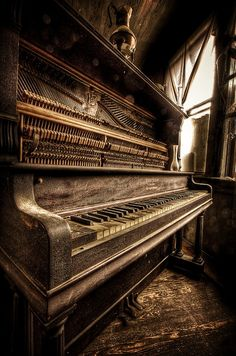 Nothing much more beautiful and peaceful than a used, loved piano in a quiet corner. Oh to think of the decades of music played on this piano. Sound Of Music, Music Is Life, Pop Music, Vieux Pianos, Band Poster, Old Pianos, Foto Art, Piano Music, Music Den