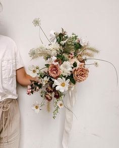We hope your day is as beautiful as this rambling bunch of blooms by 💐✨ Floral Bouquets, Wedding Bouquets, Floral Style, Floral Design, Floral Wedding, Wedding Flowers, Flower Images, My Flower, Planting Flowers