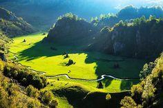 """Palma lui Dumnezeu"" – un alt loc de basm din Romania noastra draga - BZI. Beautiful Places To Visit, Wonderful Places, Places To See, Romania Tours, Turism Romania, Travel Around The World, Around The Worlds, Visit Romania, Travel Jobs"