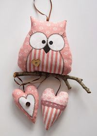 Love that this owl is perching on a branch and has the added feature of the little hearts. Owl Fabric, Fabric Toys, Fabric Crafts, Sewing Toys, Sewing Crafts, Sewing Projects, Craft Projects, Crafts To Make, Arts And Crafts