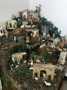 Christmas Crib Ideas, Christmas Tree Decorations, Christmas Crafts, Christmas Ornaments, Christmas Village Display, Christmas Nativity Scene, Christmas Villages, Fontanini Nativity, Holiday Crafts