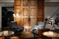 Ruby Coco: Gewidmet einer Style-Ikone - The Chill Report Timeless Elegance, Chill, Around The Worlds, Bar, Budget Hotels, Design Hotel, Table, Furniture, Home Decor