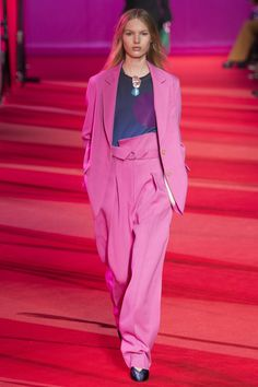 Phillip Lim Fall 2017 Ready-to-Wear Collection Photos - Vogue Catwalk Fashion, Fashion Week, Fashion 2017, Fashion Show, Fashion Trends, Pink Fashion, Trendy Fashion, Mode Rose, Costume