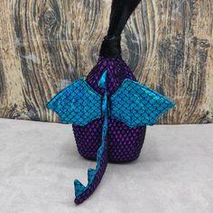Baby Draak Tinyhouse Bag, Vogelhuis Breitas / projecttas, voor breiwerk, haakwerk etc by FiberRachel on Etsy Kinds Of Colors, Baby Dragon, Yarn Bowl, World Of Color, Knitted Bags, Knit Or Crochet, Birdhouse, Knitting Socks, Bag Sale