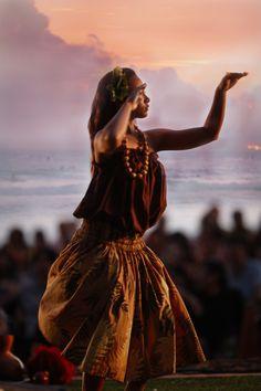 Bucket List — Learn the Hula in Hawaii MaxPhoto /...