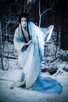 Yuki-onna is one of my favourite folktales from Japan, ever since I first saw Kwaidan. She's a snow spirit that freezes hapless travellers to death. Japanese Mythology, Japanese Folklore, Japanese Urban Legends, Samurai, Iron Fey, Yuki Onna, Pokemon Dolls, Myths & Monsters, Japanese Horror